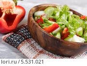 Салат из овощей с яблоком. Стоковое фото, фотограф Денис Афонин / Фотобанк Лори