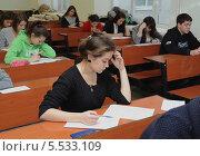 Студенты готовятся к экзамену (2013 год). Редакционное фото, фотограф Юрий Пирогов / Фотобанк Лори