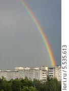 Купить «Радуга в небе над городом», эксклюзивное фото № 5535613, снято 20 июля 2012 г. (c) Dmitry29 / Фотобанк Лори