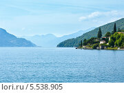 Купить «Озеро Комо. Вид с корабля. Италия», фото № 5538905, снято 15 июня 2012 г. (c) Юрий Брыкайло / Фотобанк Лори