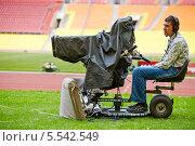Купить «Телевизионный оператор с камерой в Лужниках», фото № 5542549, снято 11 июня 2012 г. (c) Losevsky Pavel / Фотобанк Лори