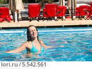 Купить «Красивая девушка купается в бассейне», фото № 5542561, снято 28 июля 2012 г. (c) Losevsky Pavel / Фотобанк Лори