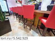 Купить «Красные стулья возле барной стойки в небольшом японском ресторане», фото № 5542929, снято 20 июня 2012 г. (c) Losevsky Pavel / Фотобанк Лори
