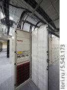 Купить «Открытая телекоммуникационная стойка в серверной комнате», фото № 5543173, снято 18 мая 2012 г. (c) Losevsky Pavel / Фотобанк Лори