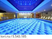 Купить «Бассейн в аквапарке Caribia, Москва», фото № 5543185, снято 24 июня 2012 г. (c) Losevsky Pavel / Фотобанк Лори