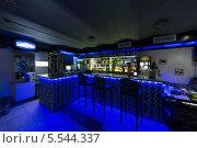 Купить «Барная стойка с тремя стульями и с синей подсветкой», фото № 5544337, снято 30 декабря 2012 г. (c) Losevsky Pavel / Фотобанк Лори
