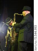 Купить «Игорь Бриль играет на саксофоне на концерте в джаз-клубе Brilliant Jazz», фото № 5544993, снято 15 ноября 2012 г. (c) Losevsky Pavel / Фотобанк Лори
