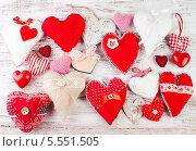 Купить «Самодельные сердечки ко Дню святого Валентина», фото № 5551505, снято 3 февраля 2014 г. (c) Оксана Ковач / Фотобанк Лори