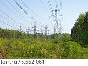 Купить «Линия электропередачи», эксклюзивное фото № 5552061, снято 18 мая 2013 г. (c) Александр Щепин / Фотобанк Лори