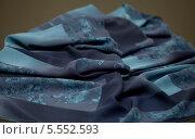 Купить «Синий шарф с рисунком», фото № 5552593, снято 14 августа 2013 г. (c) Morgenstjerne / Фотобанк Лори