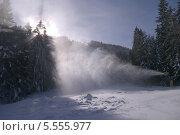 Купить «Снеговая пушка на горнолыжном склоне. Чалин Валог, курорт Банско, Болгария», фото № 5555977, снято 30 января 2014 г. (c) ZitsArt / Фотобанк Лори