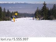 Купить «Учебный горнолыжный склон, Чалин Валог, курорт Банско, Болгария», фото № 5555997, снято 1 февраля 2014 г. (c) ZitsArt / Фотобанк Лори