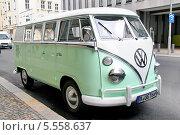 Купить «Автомобиль Volkswagen Transporter T1», фото № 5558637, снято 12 сентября 2013 г. (c) Art Konovalov / Фотобанк Лори