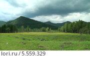 Панорама Алтайских гор. Горный Алтай. Село Барагаш. Стоковое видео, видеограф Липунов Леван / Фотобанк Лори
