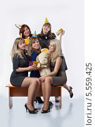 Девушки на вечеринке (2012 год). Редакционное фото, фотограф Daniil Nikiforov / Фотобанк Лори