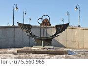 Купить «Скамья примирения на Лужковом мосту солнечным весенним днем в Москве», эксклюзивное фото № 5560965, снято 4 марта 2013 г. (c) lana1501 / Фотобанк Лори