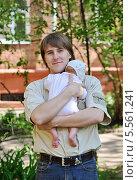 Молодой папа (2010 год). Редакционное фото, фотограф Марина Гуменюк / Фотобанк Лори