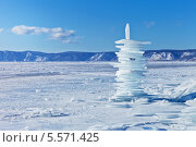 Купить «Байкал. Зимний пейзаж с пирамидой из льда», фото № 5571425, снято 8 февраля 2014 г. (c) Виктория Катьянова / Фотобанк Лори