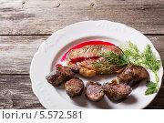 Купить «Мясо и колбаса на белой тарелке на деревянном столе», фото № 5572581, снято 5 января 2014 г. (c) Майя Крученкова / Фотобанк Лори