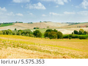 Купить «Пейзаж с видом на Валь д'Орча, Тоскана, Италия», фото № 5575353, снято 27 августа 2011 г. (c) Наталия Македа / Фотобанк Лори