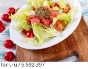 Салат с семгой и соусом песто. Стоковое фото, фотограф Денис Афонин / Фотобанк Лори