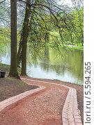 Купить «Дождливый день в весеннем парке. Царицыно, Москва», фото № 5594265, снято 6 мая 2012 г. (c) Владимир Сергеев / Фотобанк Лори