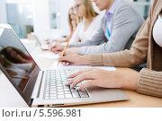 Купить «Студентка с ноутбуком на лекции», фото № 5596981, снято 8 августа 2013 г. (c) Sergey Nivens / Фотобанк Лори