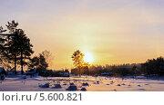 Купить «Деревня зимой, таймлапс», видеоролик № 5600821, снято 9 февраля 2014 г. (c) Никита Майков / Фотобанк Лори