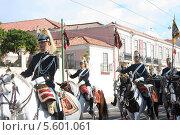 Конница на параде президентской гвардии в Лиссабоне (2011 год). Редакционное фото, фотограф Дмитрий Булатов / Фотобанк Лори