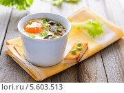 Яйцо-кокот, запеченное в духовке с грибами и сливками. Стоковое фото, фотограф Марина Славина / Фотобанк Лори