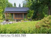 Дом в зеленом саду. Стоковое фото, фотограф Pavel Kozlovsky / Фотобанк Лори