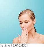 Купить «Милая девушка зевая прикрывает рот рукой», фото № 5610433, снято 5 декабря 2013 г. (c) Syda Productions / Фотобанк Лори