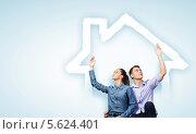 Купить «Молодожены мечтают о собственном доме», фото № 5624401, снято 18 февраля 2020 г. (c) Sergey Nivens / Фотобанк Лори