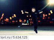 Купить «Юный фигурист в черном костюме на льду», фото № 5634125, снято 17 января 2013 г. (c) Sergey Nivens / Фотобанк Лори