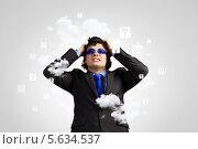 Купить «Стрессы на рабочем месте. Бизнесмен схватился за голову», фото № 5634537, снято 26 апреля 2013 г. (c) Sergey Nivens / Фотобанк Лори