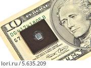 Купить «Купюра 10 долларов и электронная микросхема. Концепция электронных денег», эксклюзивное фото № 5635209, снято 22 февраля 2014 г. (c) Юрий Морозов / Фотобанк Лори