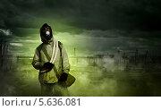 Мир после ядерной катастрофы. Портрет сталкера в противогазе. Стоковое фото, фотограф Sergey Nivens / Фотобанк Лори