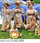 """Три """"сестры"""" из мешковины (2013 год). Редакционное фото, фотограф ВЛАДИМИР КУШПИЛЬ / Фотобанк Лори"""