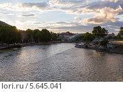Купить «Вечерний вид на реку Мтквари (Кура) в центре Тбилиси. Грузия», фото № 5645041, снято 3 июля 2013 г. (c) Евгений Ткачёв / Фотобанк Лори