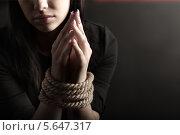 Купить «Портрет женщины со связанными руками», фото № 5647317, снято 31 января 2013 г. (c) Чепко Данил / Фотобанк Лори