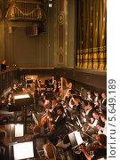 Репетиция оркестра перед спектаклем в Большом театре. Новая сцена (2014 год). Редакционное фото, фотограф Victoria Demidova / Фотобанк Лори