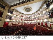 Купить «Виз со сцены на большой зал театра Вахтангова», фото № 5649337, снято 23 апреля 2012 г. (c) Losevsky Pavel / Фотобанк Лори
