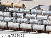 Резервуары для воды с солнечной панелью для нагрева воды на крыше, фото № 5650281, снято 14 июля 2012 г. (c) Losevsky Pavel / Фотобанк Лори