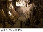 Купить «Лестница, ведущая вниз, в пещеру», фото № 5650445, снято 15 июля 2012 г. (c) Losevsky Pavel / Фотобанк Лори
