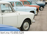 Купить «Вид сбоку на советские ретроавтомобили», фото № 5650529, снято 8 июня 2012 г. (c) Losevsky Pavel / Фотобанк Лори