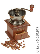 Кофейные зерна и ручная кофемолка. Стоковое фото, фотограф Losevsky Pavel / Фотобанк Лори
