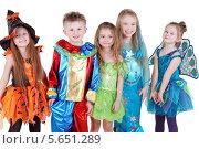 Купить «Счастливые дети в ярких карнавальных костюмах, изолированно на белом фоне», фото № 5651289, снято 29 февраля 2012 г. (c) Losevsky Pavel / Фотобанк Лори