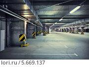 Подземная парковка. Стоковое фото, фотограф Viktor Gladkov / Фотобанк Лори