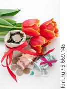 Рубли и цветы. Стоковое фото, фотограф Olga Kilesso / Фотобанк Лори