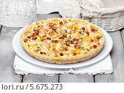 Купить «Большой овощной пирог на белой скатерти», фото № 5675273, снято 18 июня 2019 г. (c) BE&W Photo / Фотобанк Лори
